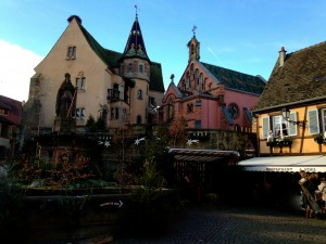 Eguisheim avec la statue de pape Léon IX!